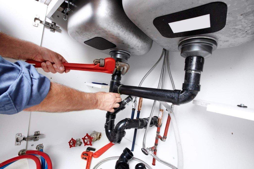 Plumbing expert preparing for drain cleaning service