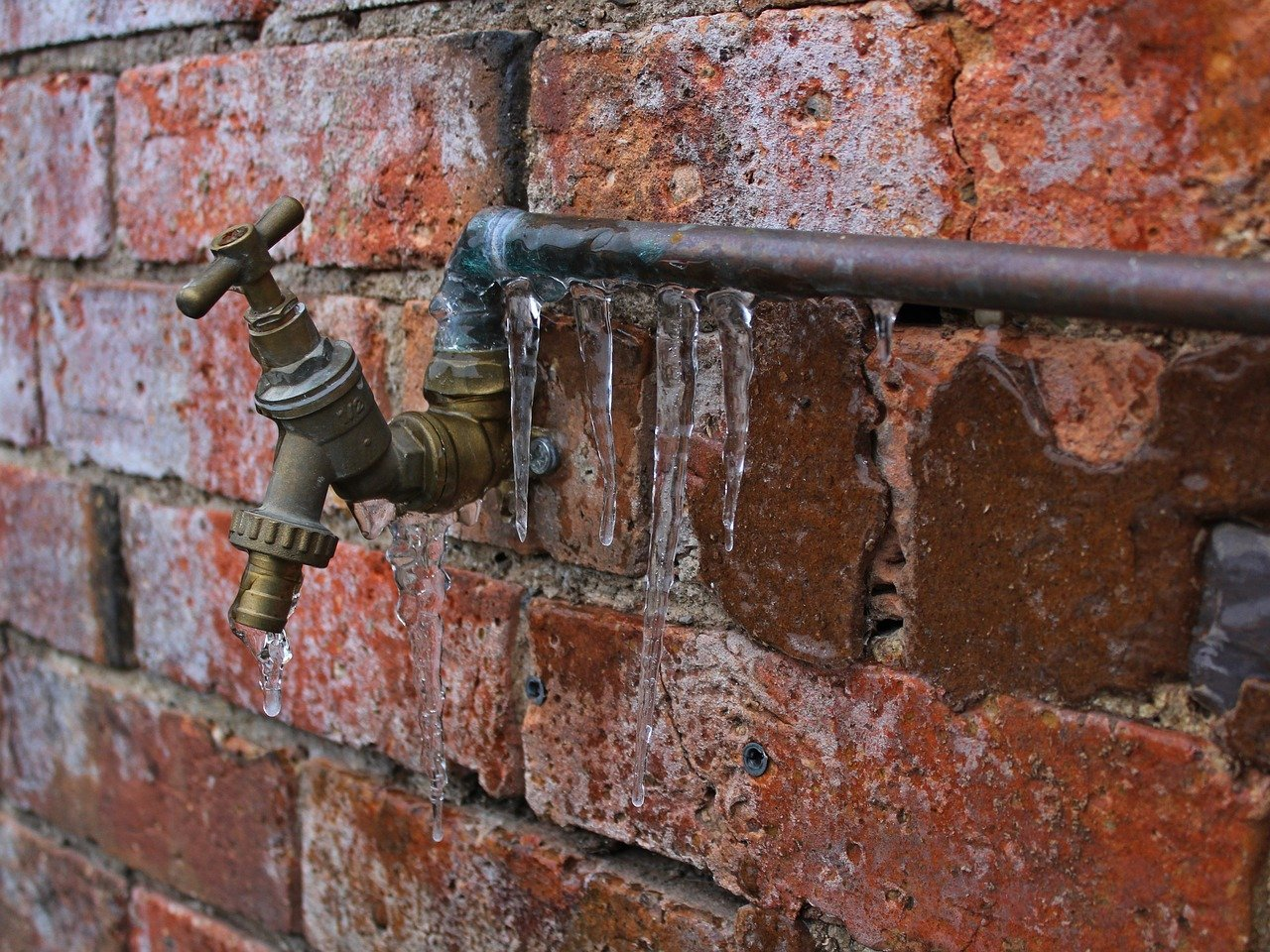 frozen pipes - prevent and fix broken pipes
